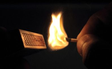 1280px-Match_stick,_lit_a_match,_match_box,_fire